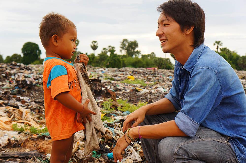 バナナペーパーでゴミ山に雇用を。 若き日本人青年の挑戦<Kumae><Ashi>
