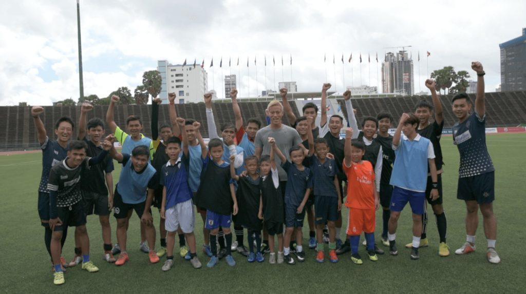 本田圭佑選手が「本気でカンボジア代表を目指す人限定のサッカー教室」を開催!