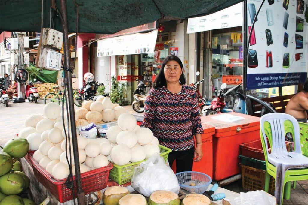 【カンボジア人のお仕事紹介】ココナッツ通りに、いち早く参入