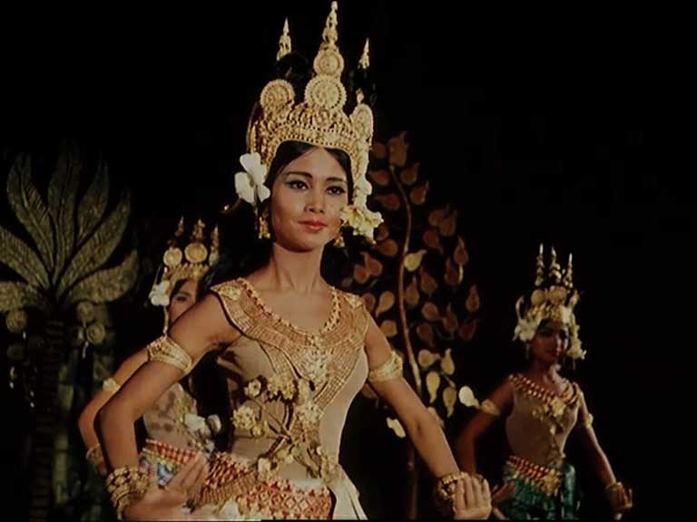 アプサラのプリマとして舞台に立つボッパーテヴィ王女