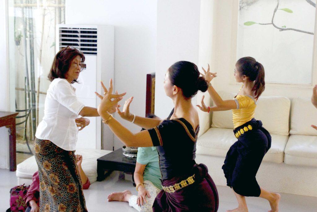 王女は生前、時間があれば若い舞踊家の指導・育成に積極的に取り組んだ