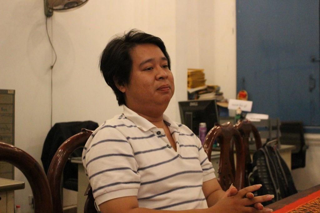 公開講座を開くHang Phuomara先生