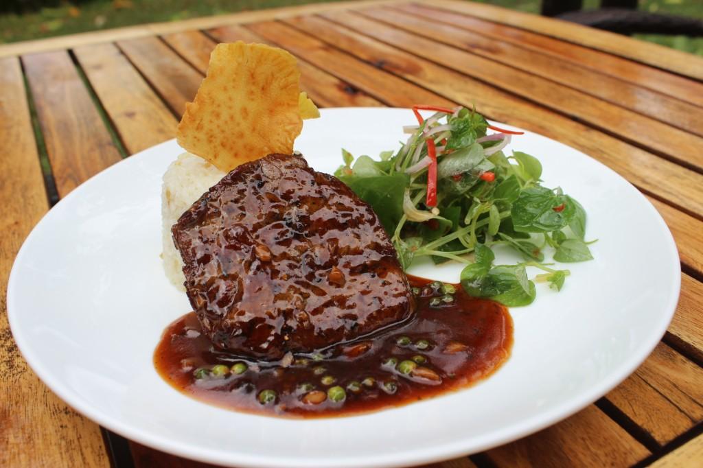 カンポットペッパーと牛肉のステーキ